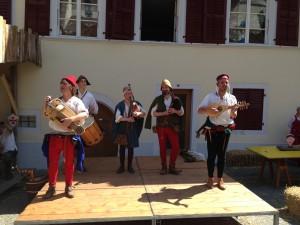 Ménestrels et troubadours étaient également présent pour mettre de l'ambiance dans les rues