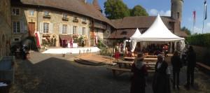 La cour intérieure avec la taverne