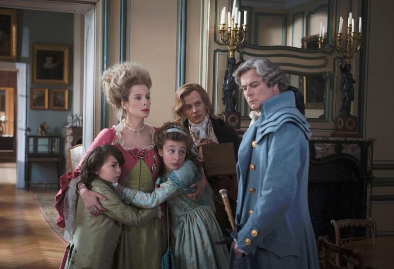 La famille de Montmirail de l'époque, avec Gonzague (Dubosc) à droite.