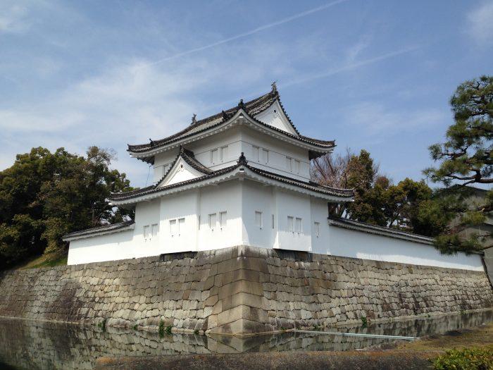 La vue caractéristique d'une partie du château Nijo-jo