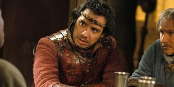 Alexandre Astier jouant le roi Arthur dans Kaamelott